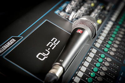 A&H Qu32 mixer and sE Electronics mic