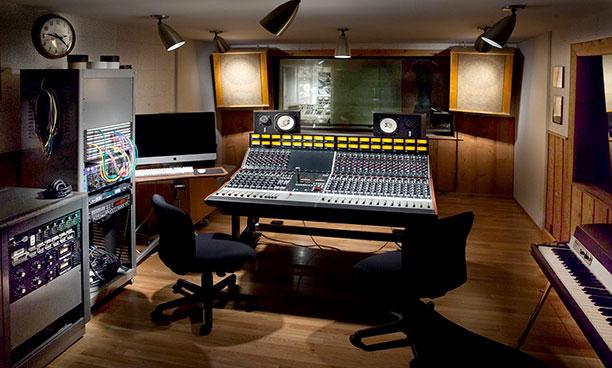 Surprising Rca Studio B Installs Rupert Neve Designs 5088 Desk Download Free Architecture Designs Scobabritishbridgeorg