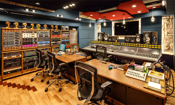 Gold tracking room with the 5088 mixing console