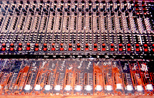 Analogue mixing desk